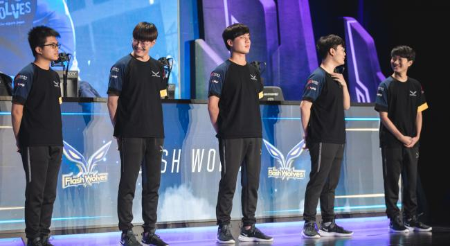 Coaches and players part ways with Flash Wolves